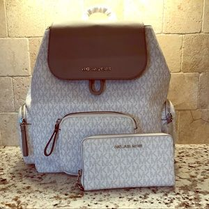 🆕 Micheal Kors Abbey Backpack & Matching Wallet